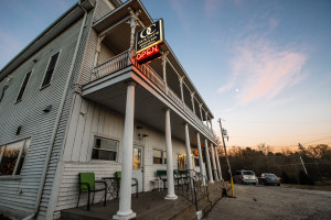 Ox & Cat's Sports Bar and Grill, Monches